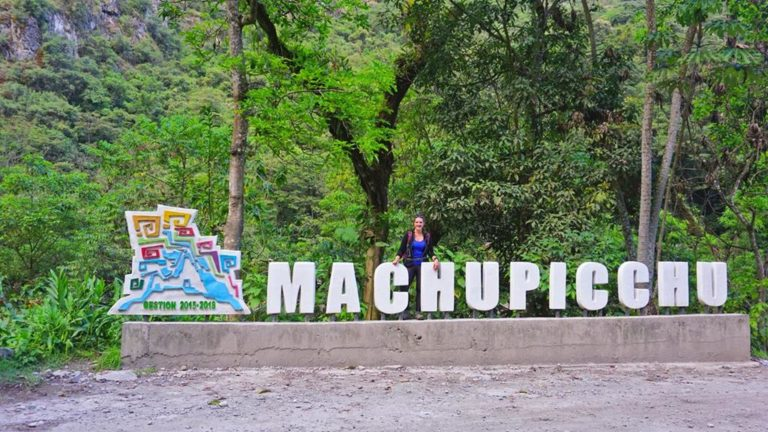Am Eingang des Machu Picchu