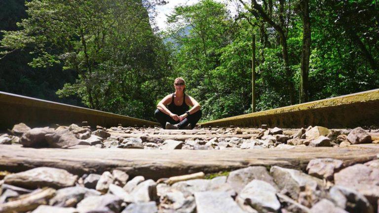 Auf dem Weg zum Machu Picchu entlang der Gleise