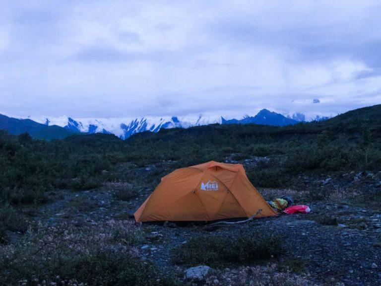 Das Zelt vor der Alaska Range